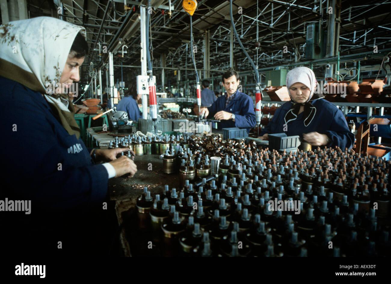 Silk Making Stockfotos & Silk Making Bilder - Seite 2 - Alamy