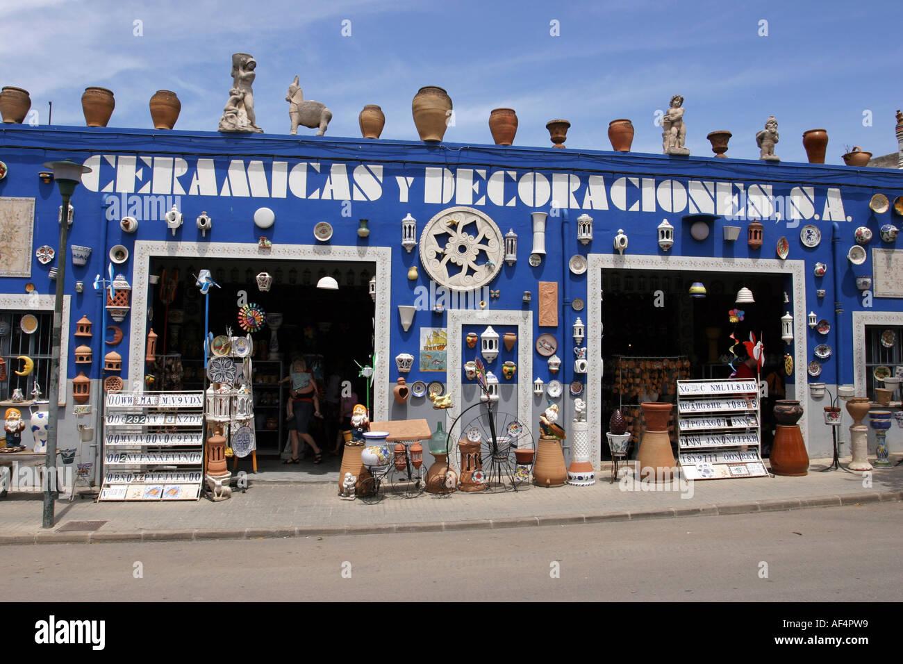 Außenansicht Eines KeramikShops In ManacorMallorcaSpanien - Mallorca fliesen shop