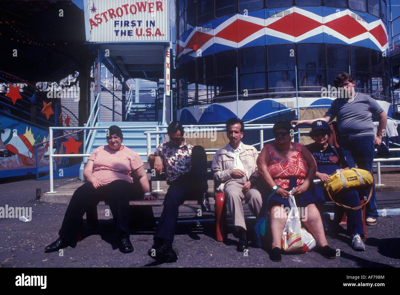Coney Island New Jersey USA 1981 über Gewicht amerikanische Familie HOMER SYKES Stockbild