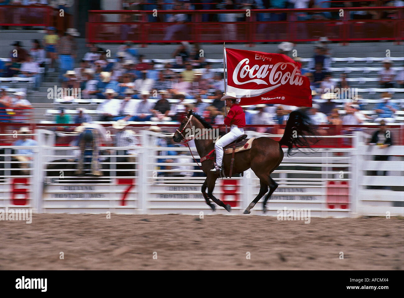 Cowboy, Rodeo, Coca-Cola Sponsor Flagge, Cheyenne Frontier Days Rodeo, Wyoming USA Stockbild