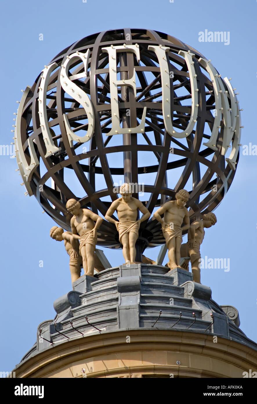 Detail Der Skulpturen Auf Dem Dach Turm Des Londoner Coliseum