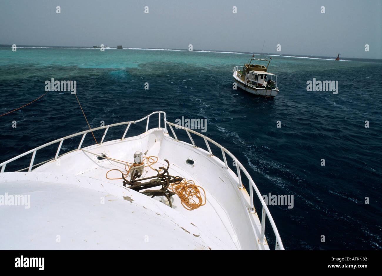 Tauchboote Segeln im Roten Meer in der Nähe von Tiran Island, Ägypten. Stockbild