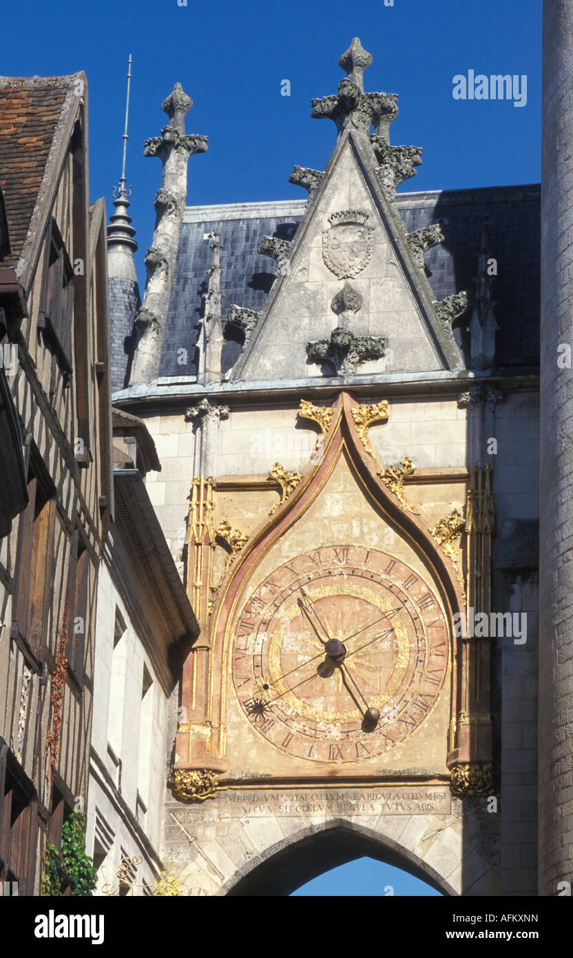 Tour de l Horloge Turm aus dem 15. Jahrhundert in Auxerre Burgund Frankreich Stockbild