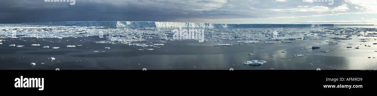 Oberen Ende der B 15 Welt s größte Eisberg derzeit 170 Meilen langen 295 km von 25 Meilen 37 km breite Antarktis Stockbild