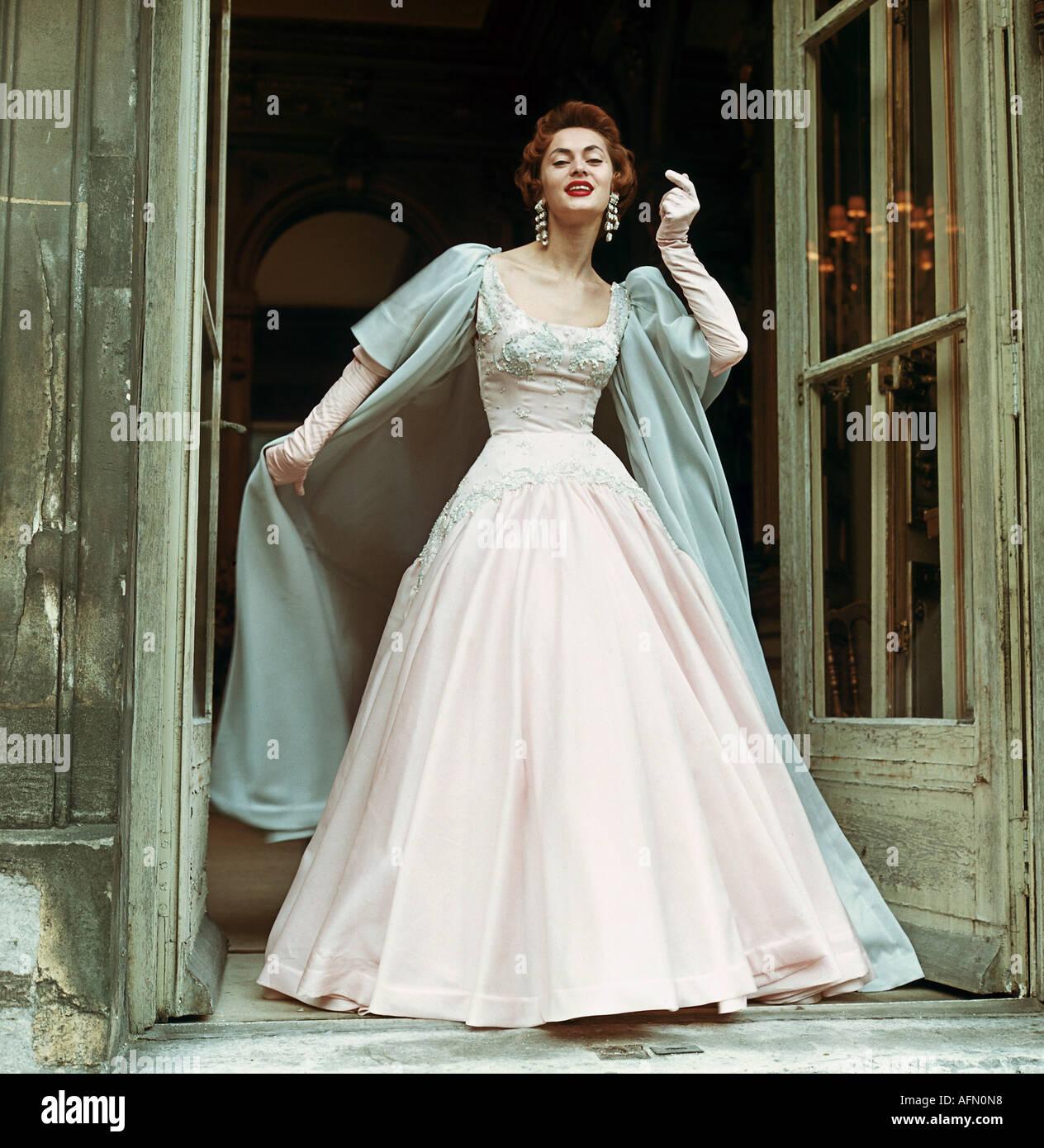 Mode, 10er Jahre, Abendmode, Abendkleid mit cape, 10er Jahre