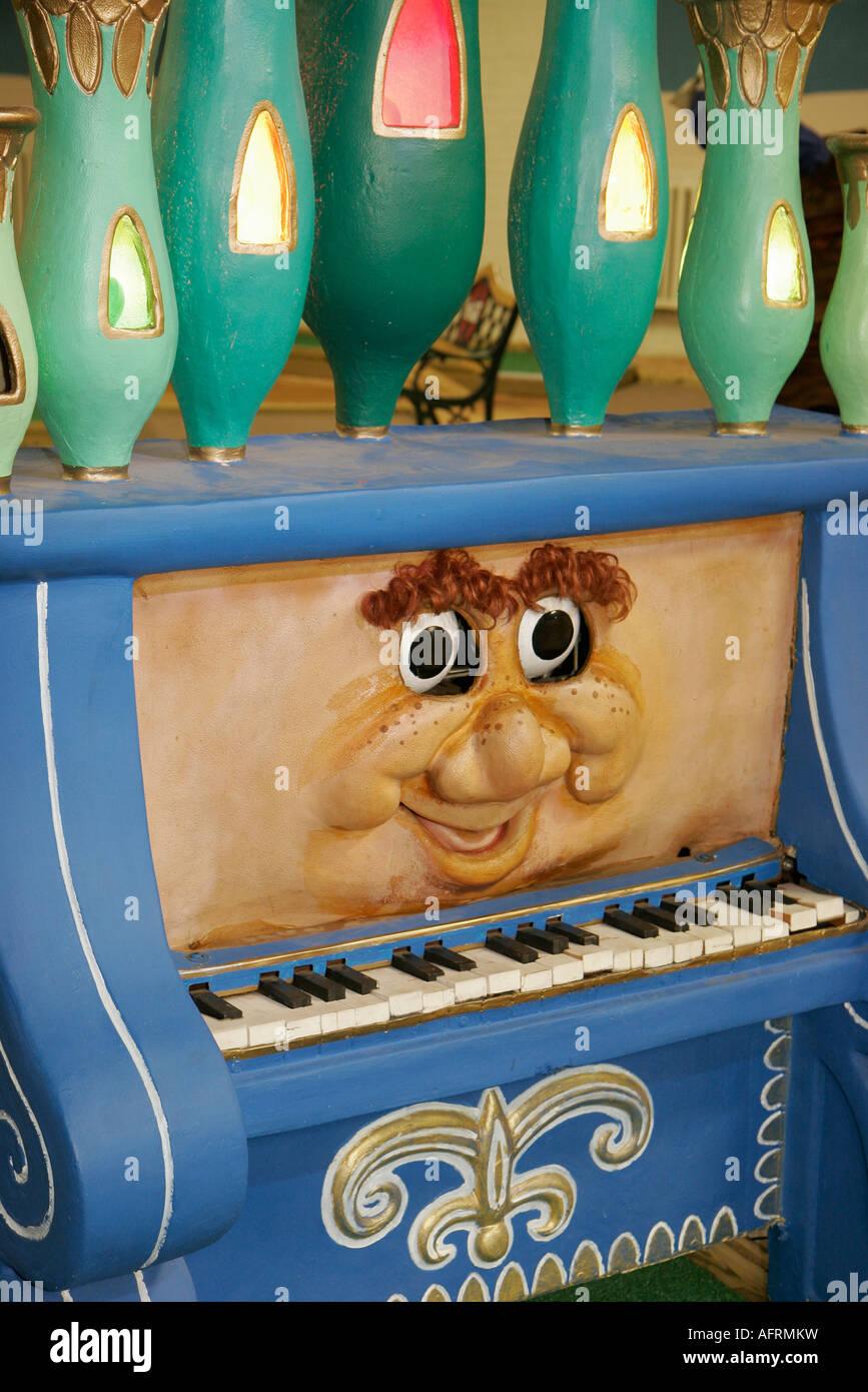 Indiana Michigan Rag Tops Stadtmuseum Minigolf Kurs Kunst Installation Cartoon Charakter Stockbild