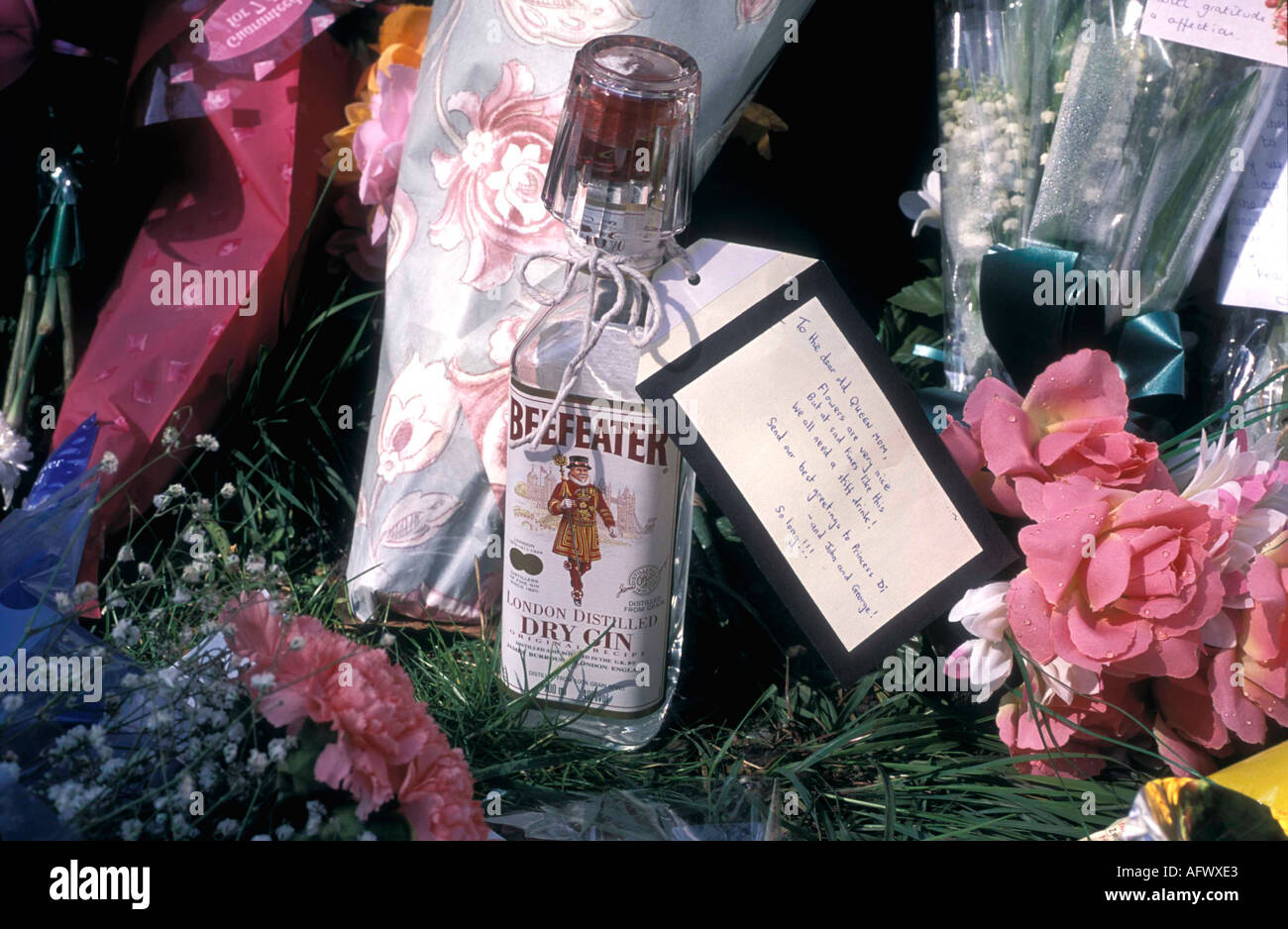 Königin-Mutter Tribut April 2002 London HOMER SYKES Stockbild