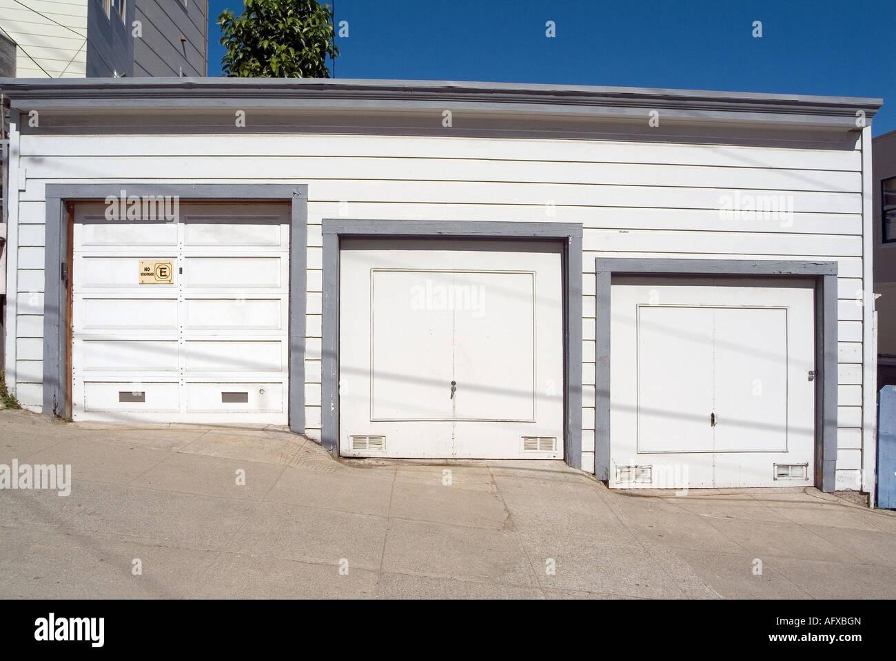 Elegant Drei Garagentore. Russian Hill Gegend. In San Francisco. Kalifornien. USA  Stockbild