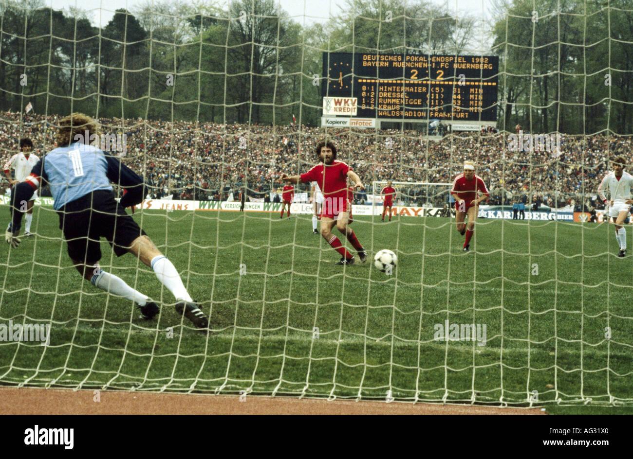 Breitner, Paul, * 5.9.1951, deutscher Sportler (Fußball/Fußball), volle Länge, DFB-Finale Fc Bayern Stockbild