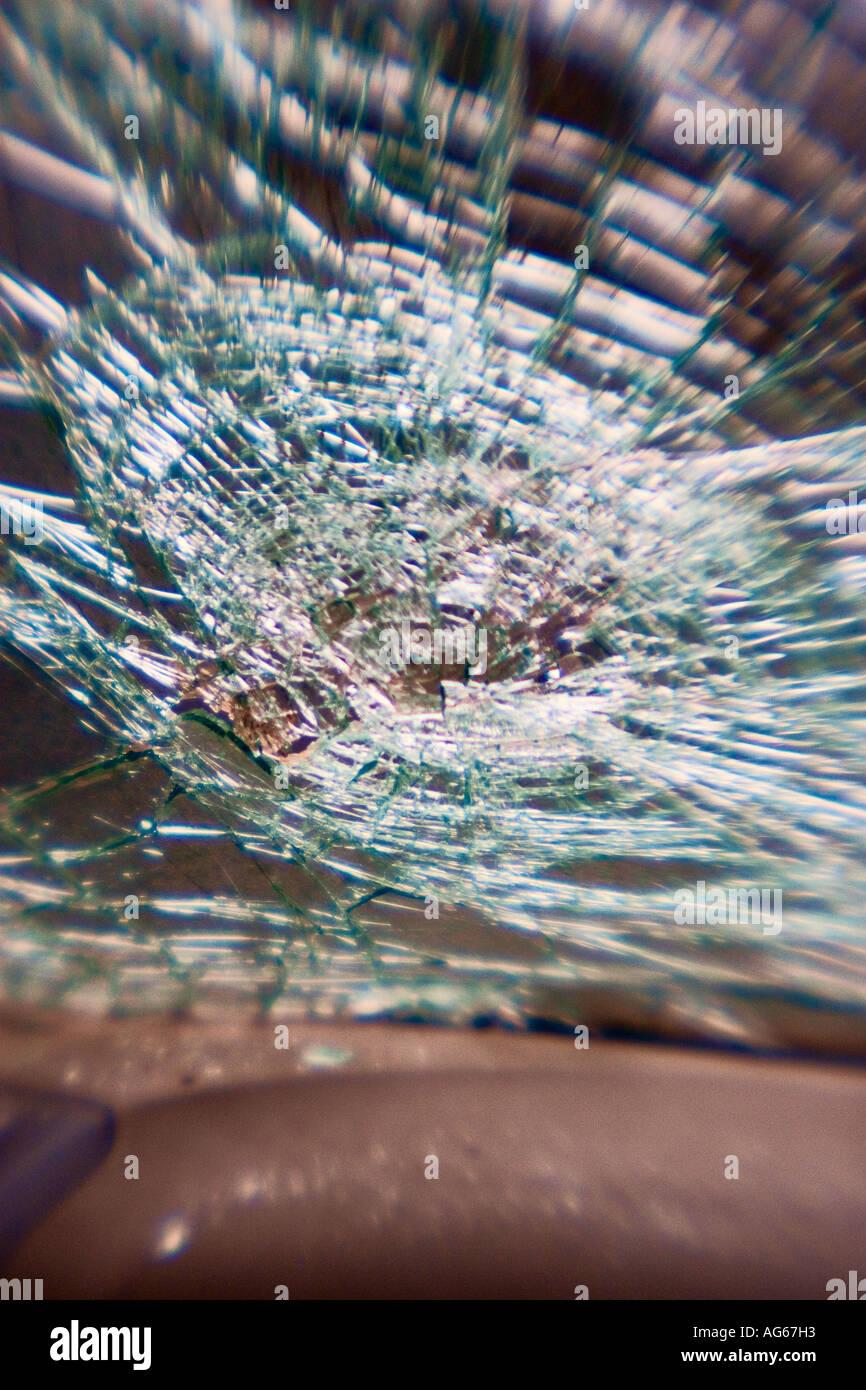 Zerbrochenen Windschutzscheibe nach Autounfall. Stockbild