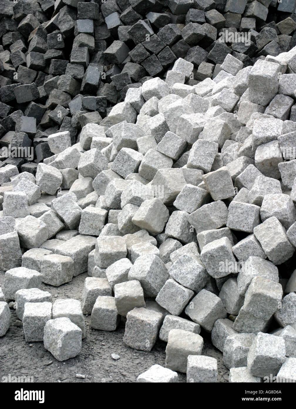 Stapel von weißen und schwarzen Kopfsteinpflaster Stockbild