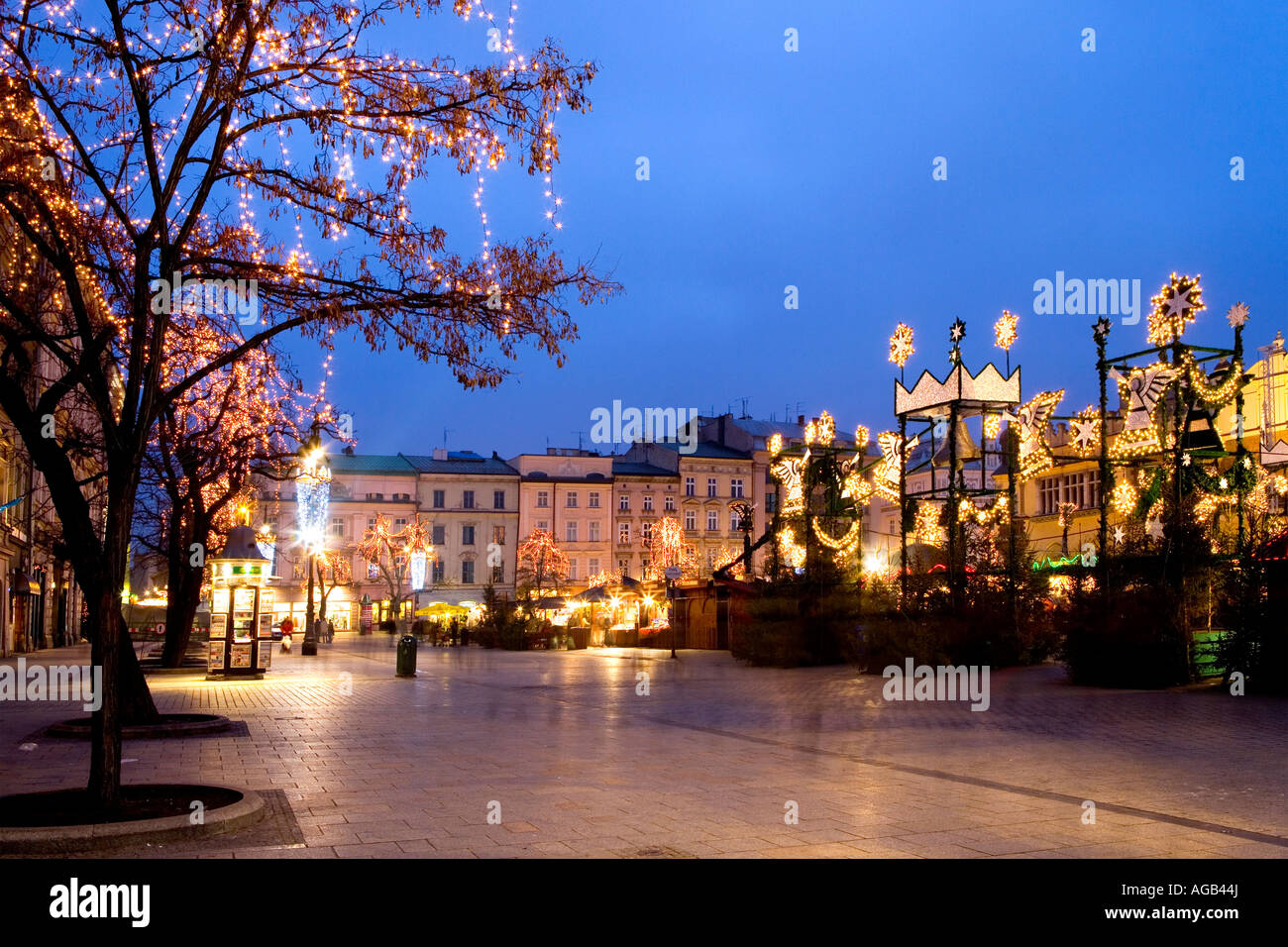 christmas market in rynek glowny stockfotos christmas market in rynek glowny bilder alamy. Black Bedroom Furniture Sets. Home Design Ideas