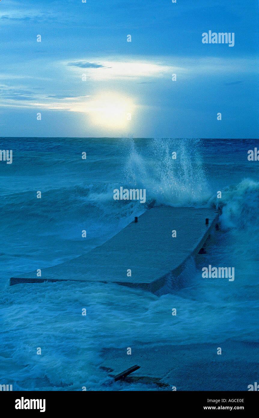 Wellen bei Sonnenuntergang einfach nach Hurrikan Lenny Caribbean Stockbild