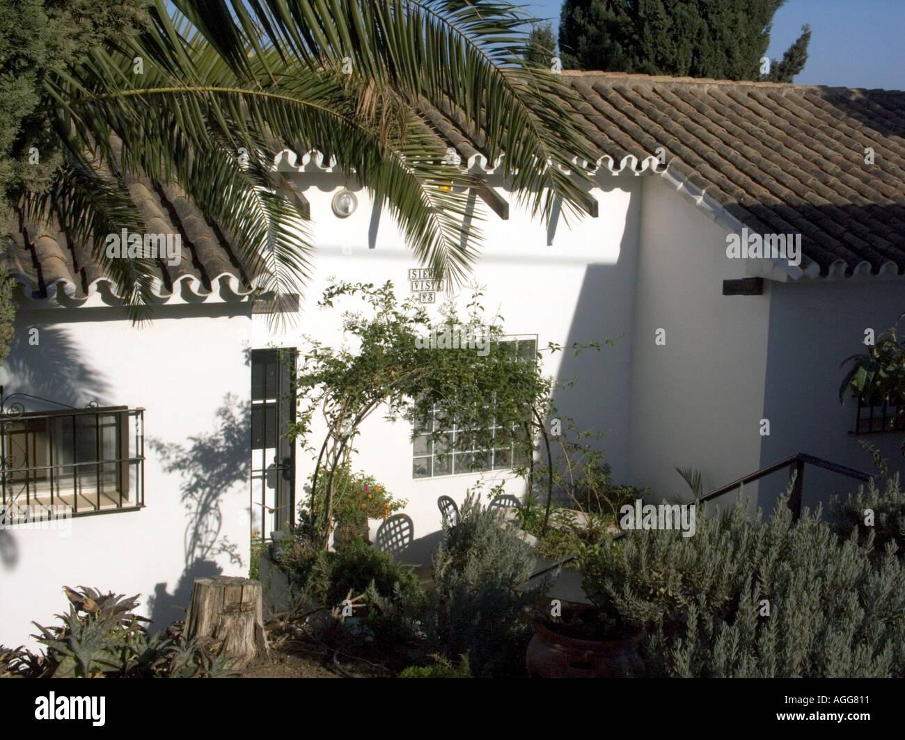 Typische moderne Bungalow auf Entwicklung Costa Del Sol Spanien ...