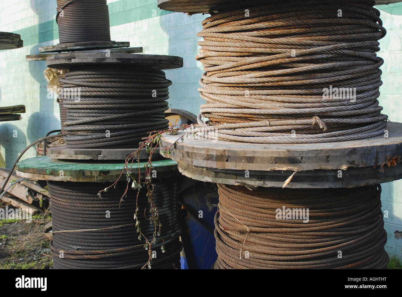 Cable Spools Stockfotos & Cable Spools Bilder - Seite 2 - Alamy