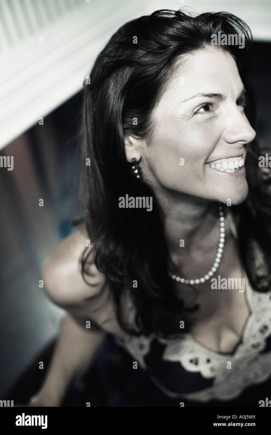 Nahaufnahme einer Mitte erwachsenen Frau lächelnd Stockbild