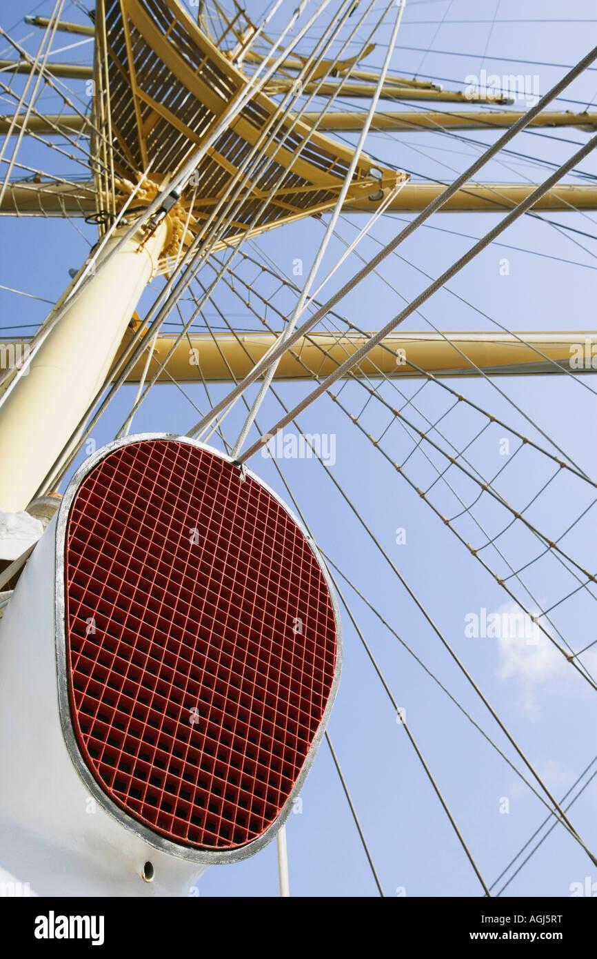 Niedrigen Winkel Blick auf Masten eines Segelschiffes Stockbild