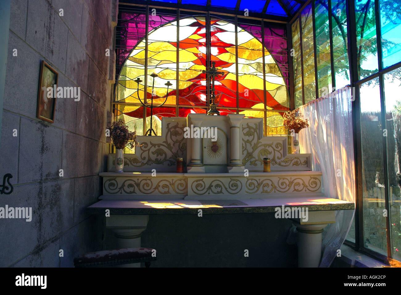 Ein Altar in Villa Bethania in Rennes-le-Chateau von Priester Béranger Saunière aus auf mysteriöse Stockbild
