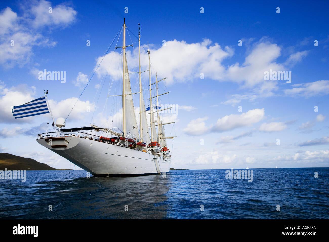 Segelschiff im Meer Stockbild