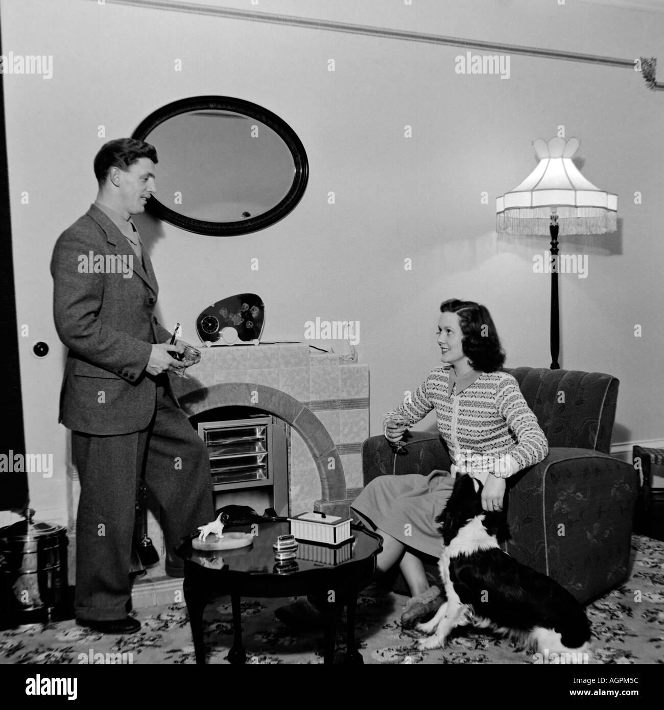 Alte Vintage Black And White Family Snapshot Foto Ehepaar Im