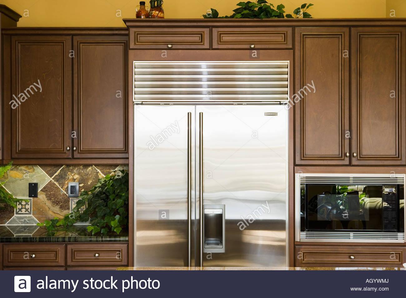 Amerikanischer Kühlschrank Bunt : Edelstahl kühlschrank in der küche stockfoto bild  alamy