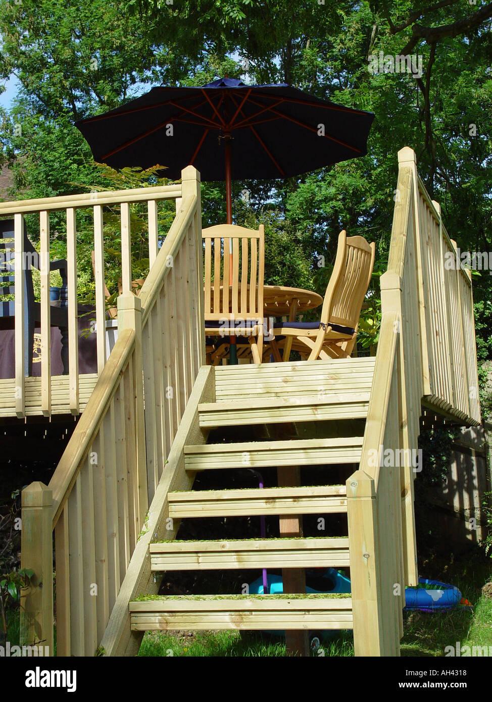 Decking Treppe Vom Garten Terrasse In Garten Umfasst Balustraden