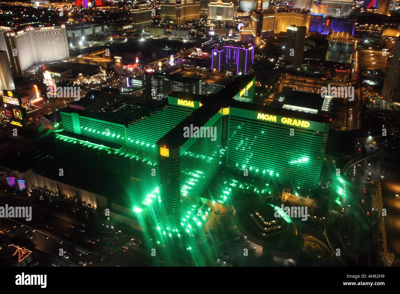 Der Blick Aus Einem Hubschrauber Des Mgm Grand Hotel And Casino Auf Dem Strip Von Las Vegas Stockfotografie Alamy
