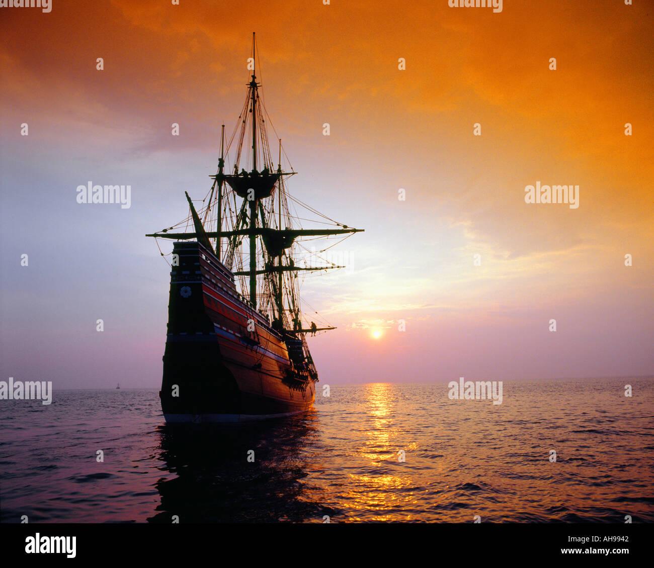 Mayflower II Replica bei Sonnenuntergang Stockbild