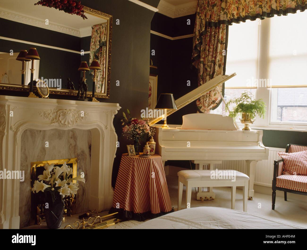 Grand Piano Living Room Stockfotos & Grand Piano Living Room Bilder ...