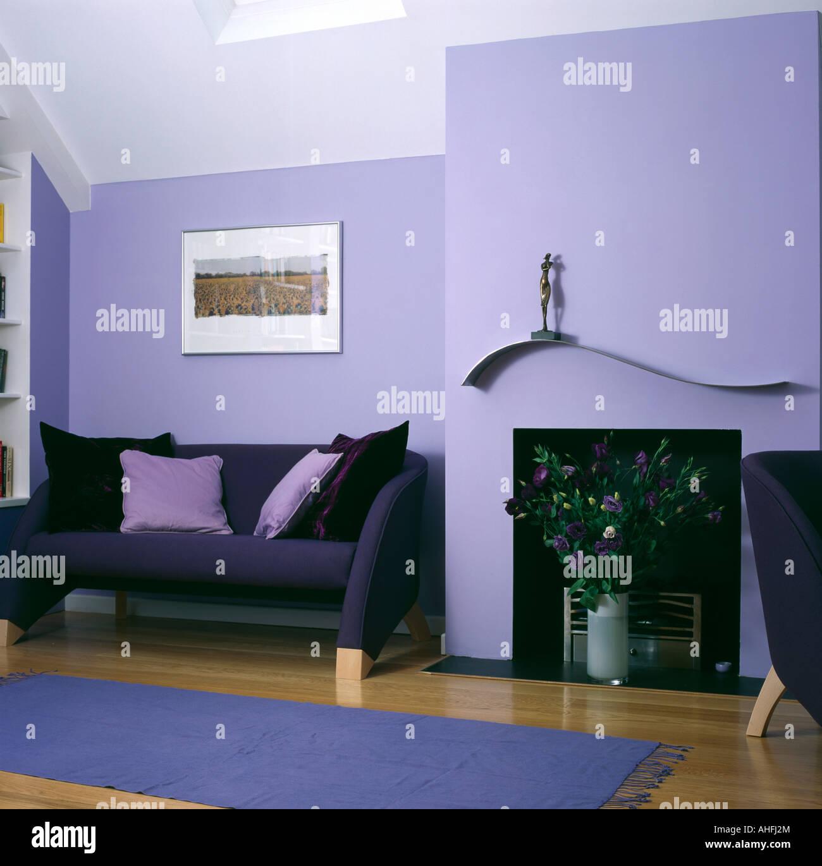 Schwarzes Sofa Mit Lila Kissen In Lila Wohnzimmer