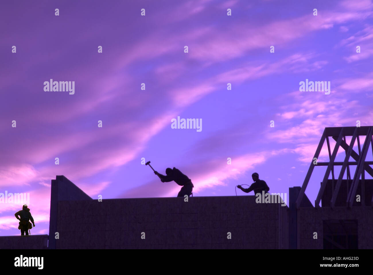 Workers Working On Roof Framing Stockfotos & Workers Working On Roof ...