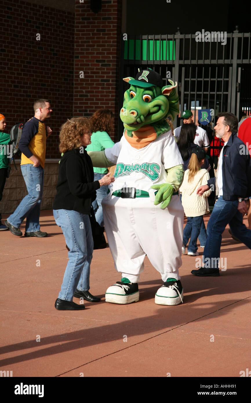 Heater Dayton Dragons Welcoming Fans Stockfotos & Heater Dayton ...