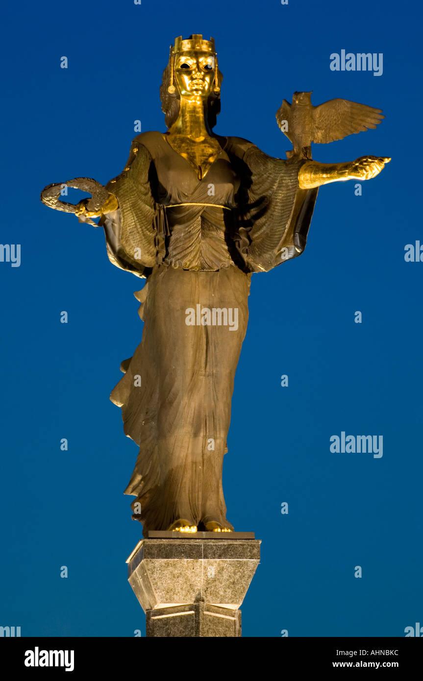 Lucy im kloster - 4 4