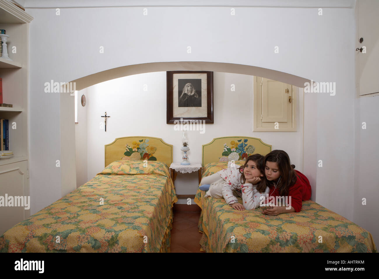 italians relaxing stockfotos italians relaxing bilder seite 2 alamy. Black Bedroom Furniture Sets. Home Design Ideas