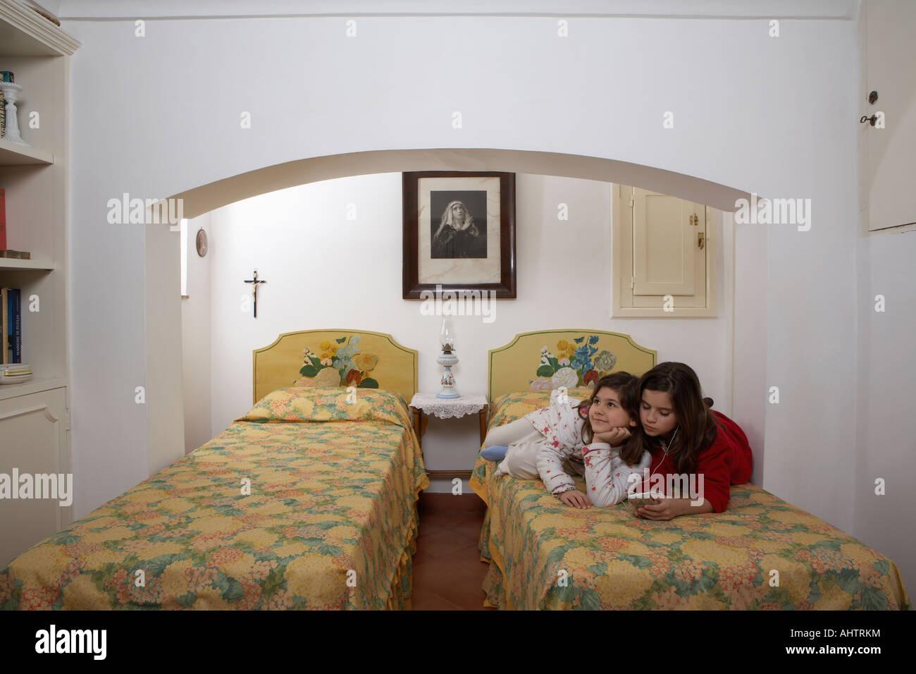 italians relaxing stockfotos italians relaxing bilder seite 2 alamy. Black Bedroom Furniture Sets. Home Design Ideas