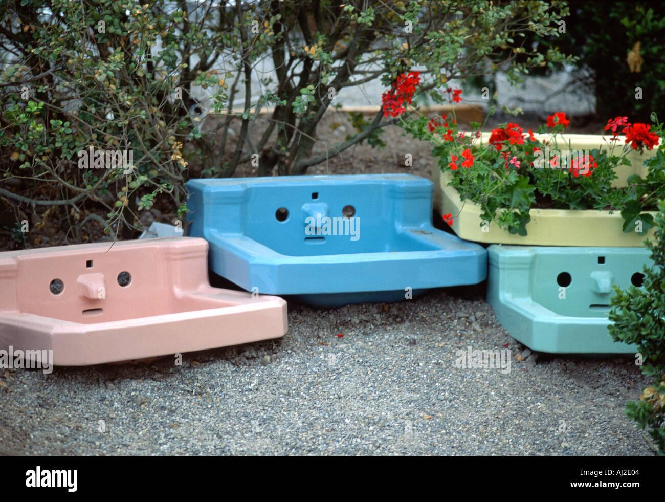 Vier Bunte Vintage Waschbecken Sah Aus Wie Murrische Gesichter