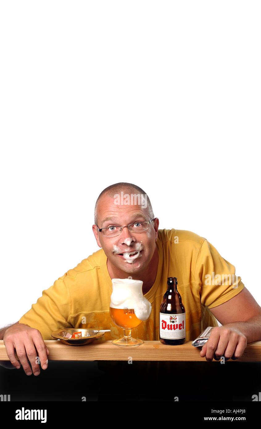 Beer Mug Cartoon Foam Stockfotos & Beer Mug Cartoon Foam ...
