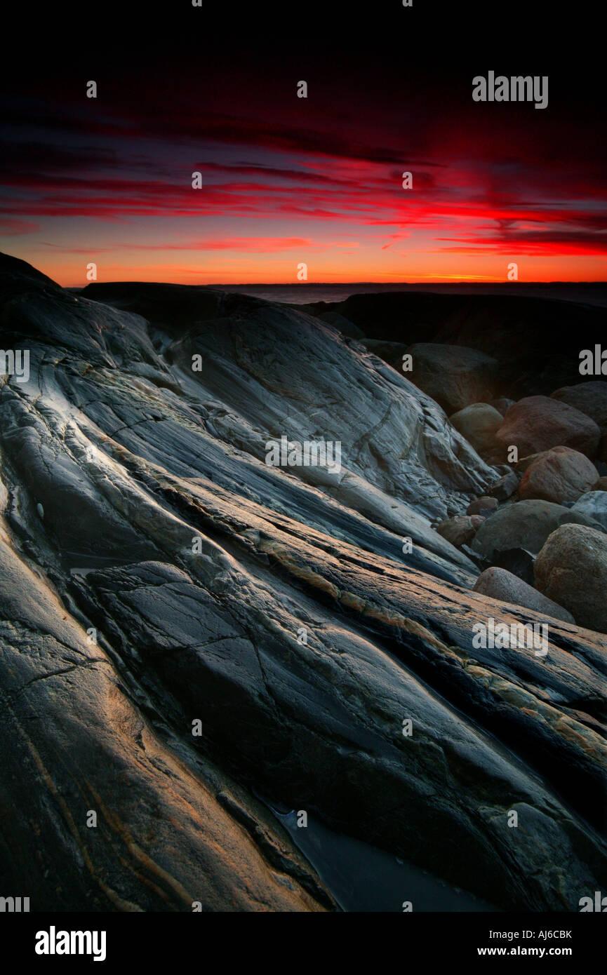 Felsige Küstenlandschaften am Larkollen in Rygge Kommune, Østfold Fylke, Norwegen. Stockbild