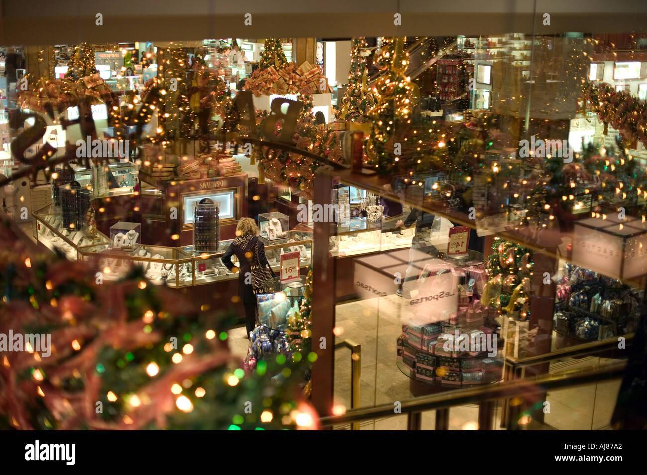 Urlaub Weihnachten Dekorationen im Inneren Macy s Kaufhaus am Herald ...