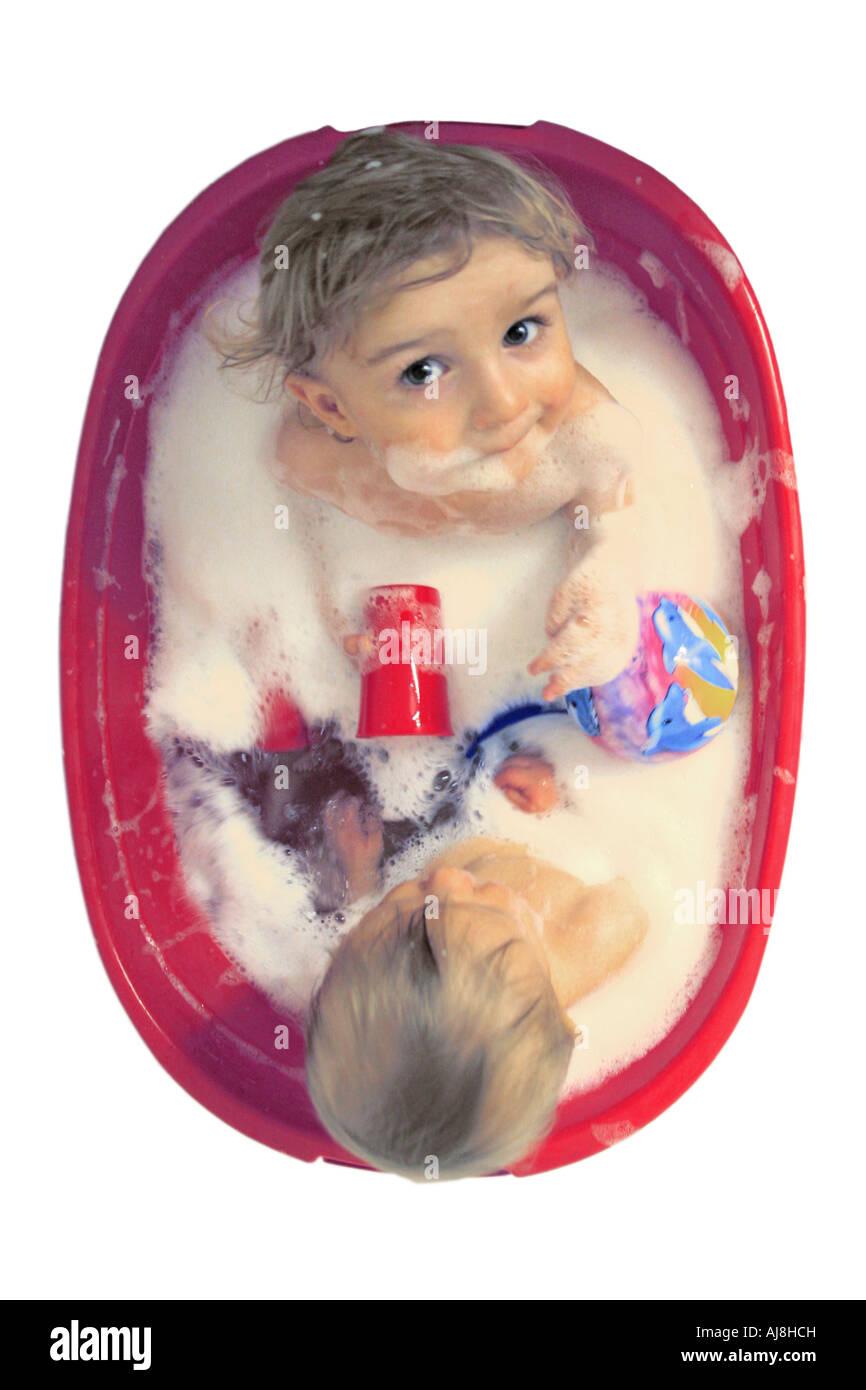 Zwei Kleine Jungs In Der Badewanne Stockfoto Bild 14657248 Alamy