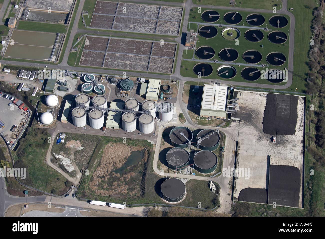 Luftbild nördlich von Kläranlagen neben William Girling Reservoir Enfield London N9 England UK Stockbild