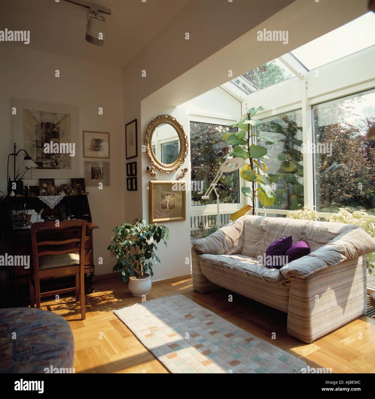 Sofa Vor Fenster bequemes sofa vor fenster im kleinen glas erweiterung des