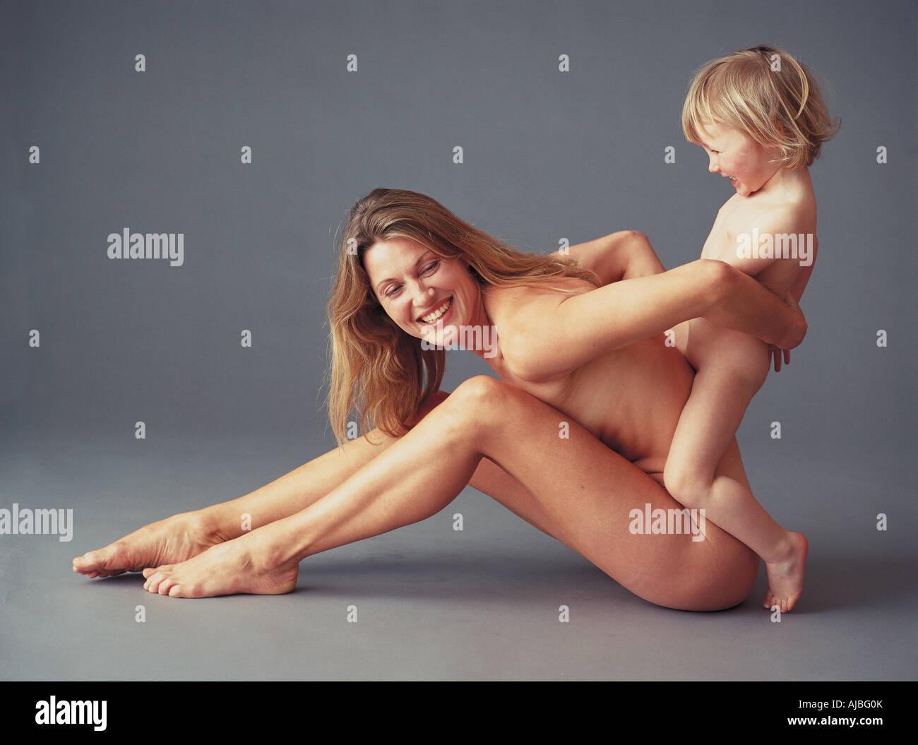 Mutter Und Sohn Nackt