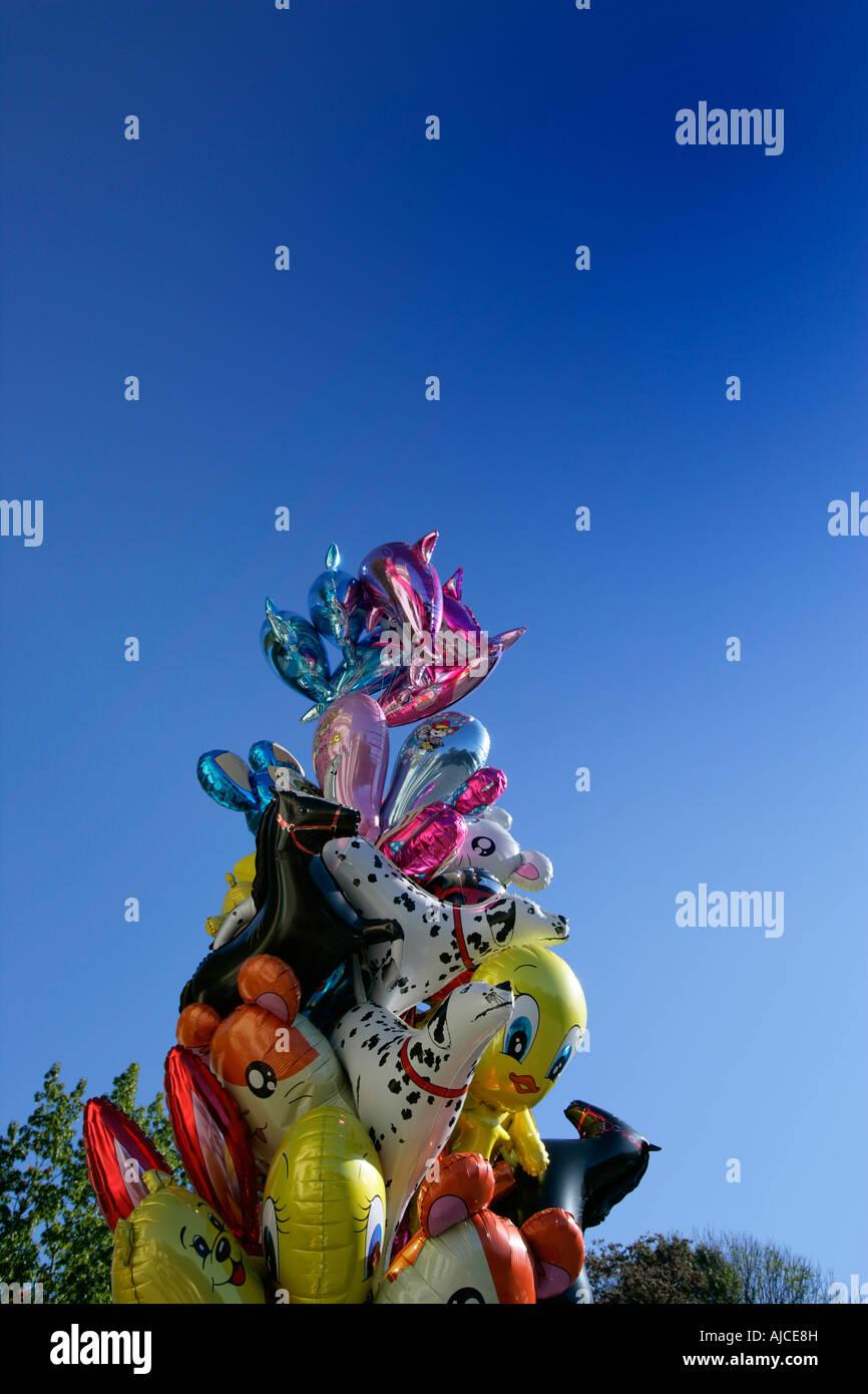 Tier- und Cartoon-Charakter-Helium-Ballons Stockbild