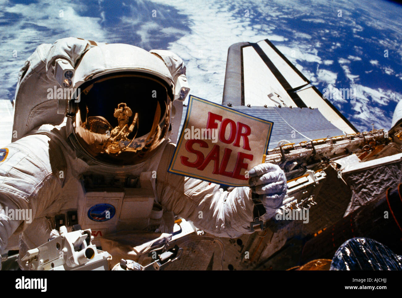 Astronauten im All mit Verkaufsschild Stockbild