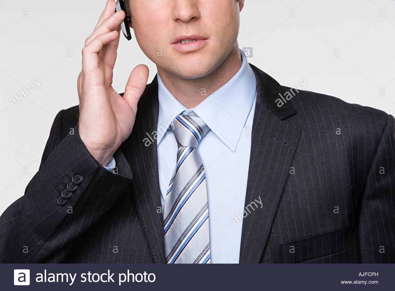 Geschäftsmann, die Hände frei Gerät verwenden Stockbild
