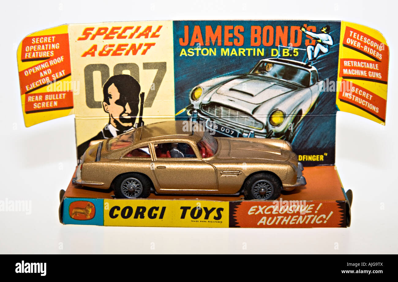 Corgi Modellauto James Bond 007 Aston Martin Db5 Mit Original Display Verpackung Stockfotografie Alamy