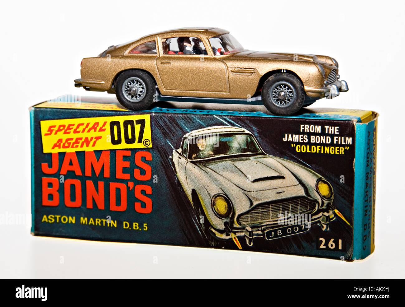 Corgi Modellauto James Bond 007 Aston Martin Db5 Mit Originalverpackung Stockfotografie Alamy