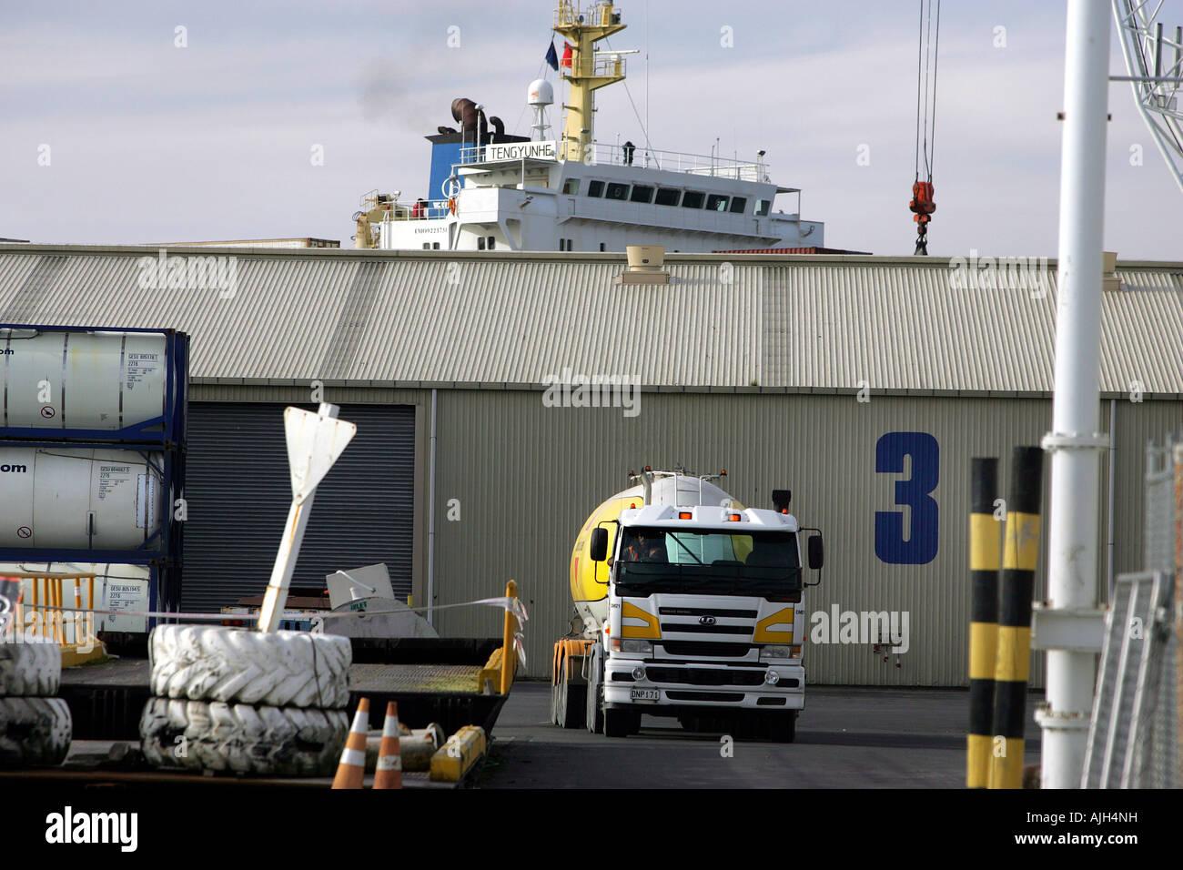 Vergossen Sie 3 bei Port Nelson Nelson New Zealand wo Begasung von Holz für den Export erfolgt mit Methylbromid Stockbild
