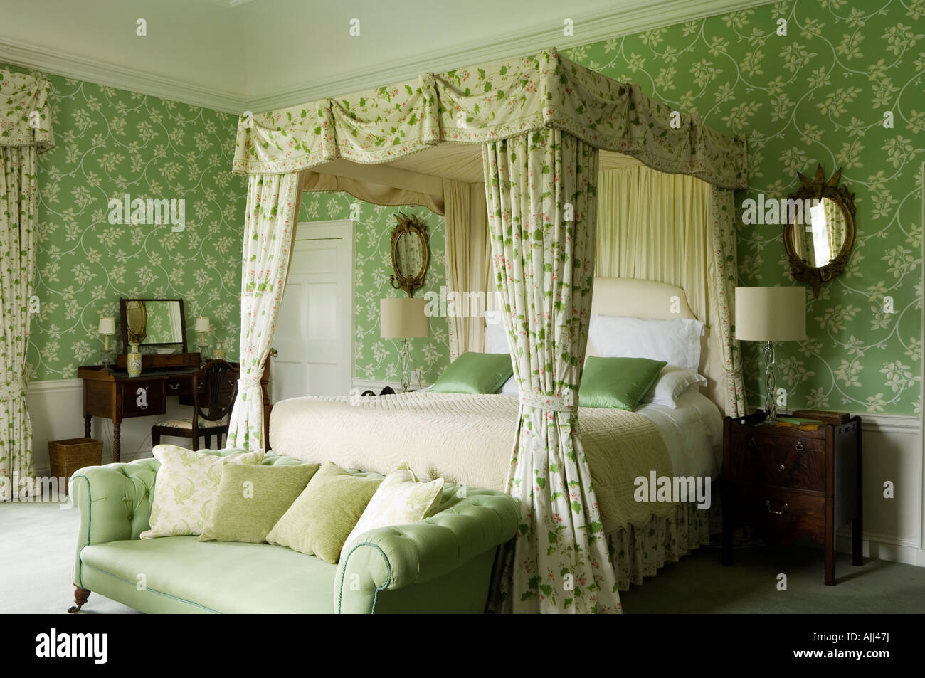 castle sofa stockfotos castle sofa bilder alamy. Black Bedroom Furniture Sets. Home Design Ideas